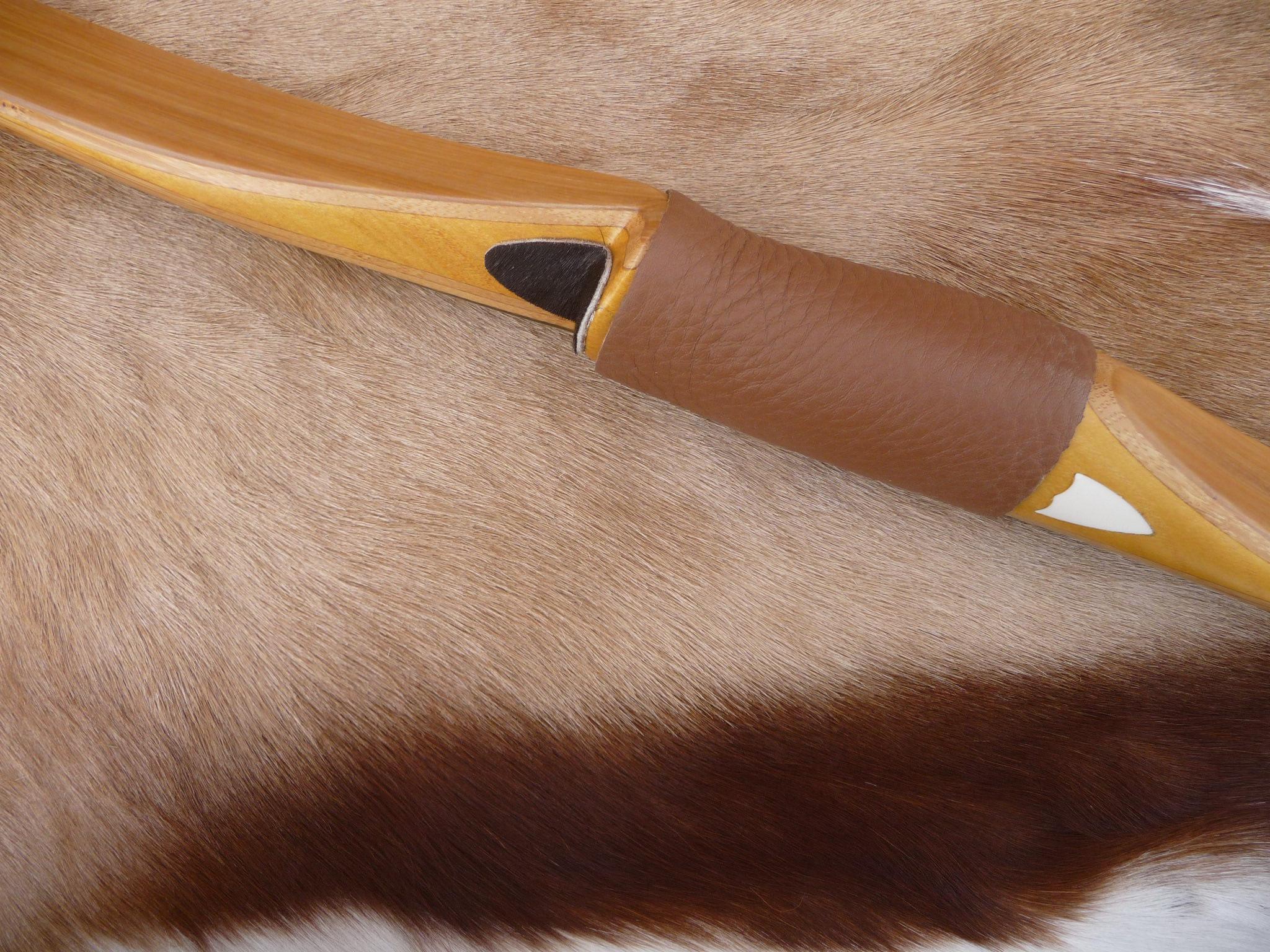 poignée oranger des osages et branches bambou recuit et option logo ivoire fossile